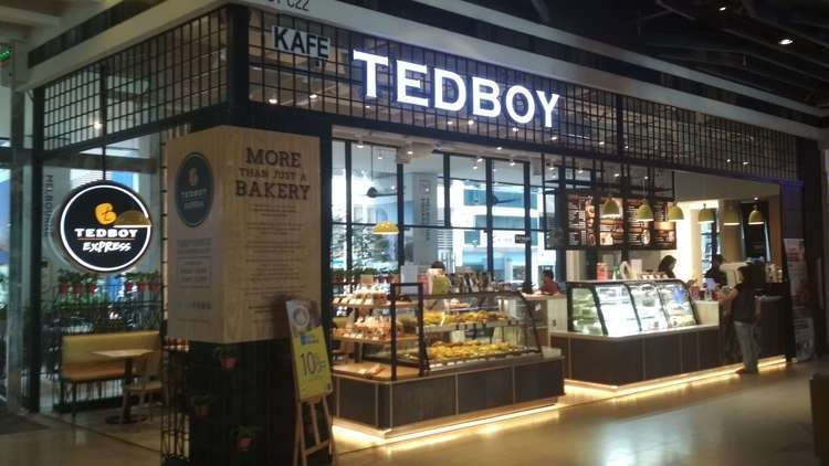 Great coffee and great pastries at the concourse floor - TEDBOY EXPRESS
