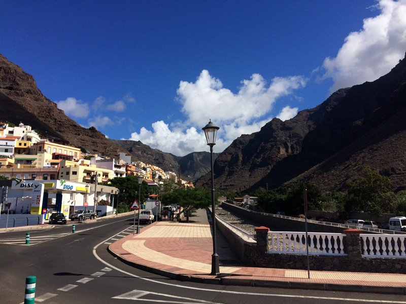 Roundabout at the entrance to Valle Gran Rey village, and the highway leading into the mountains