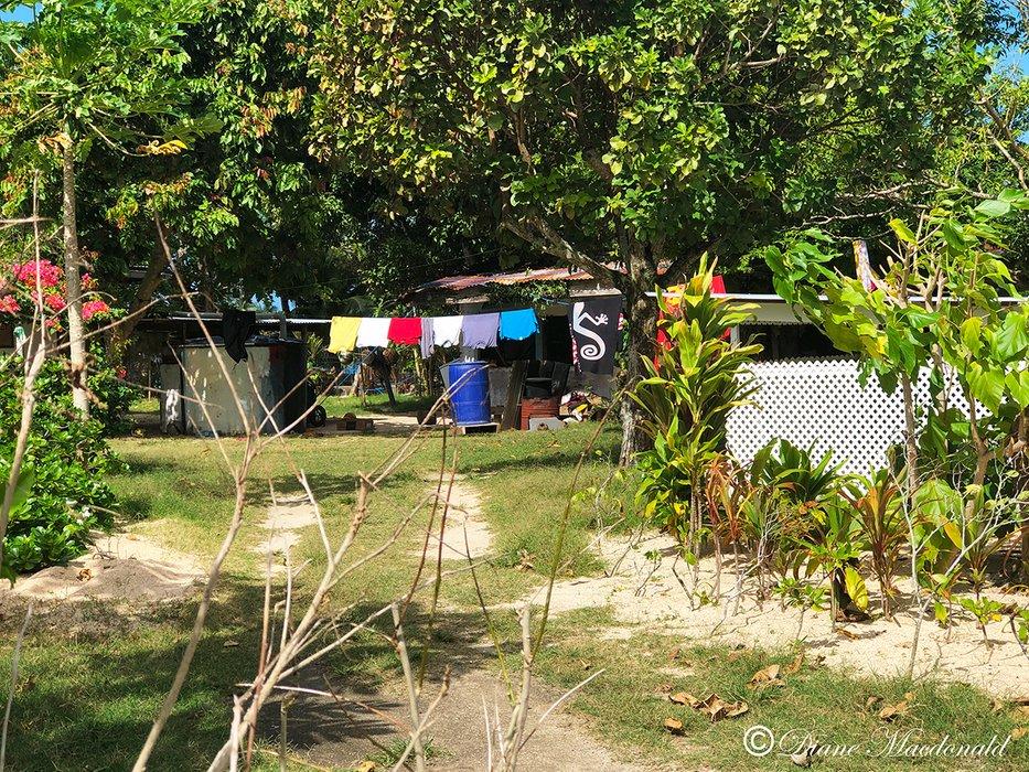 washing on line parea huahine.jpg