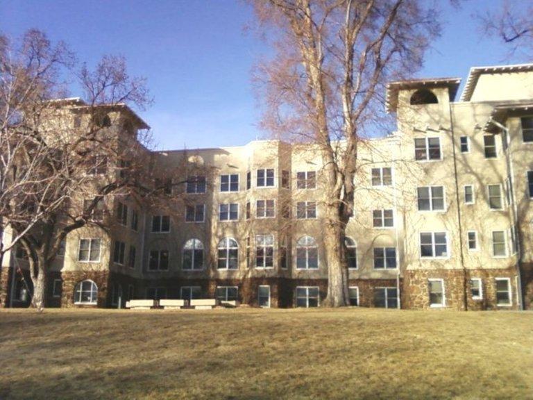 cragmore sanitarium Main Hall former 3.0 un of colo at colorado springs.jpg