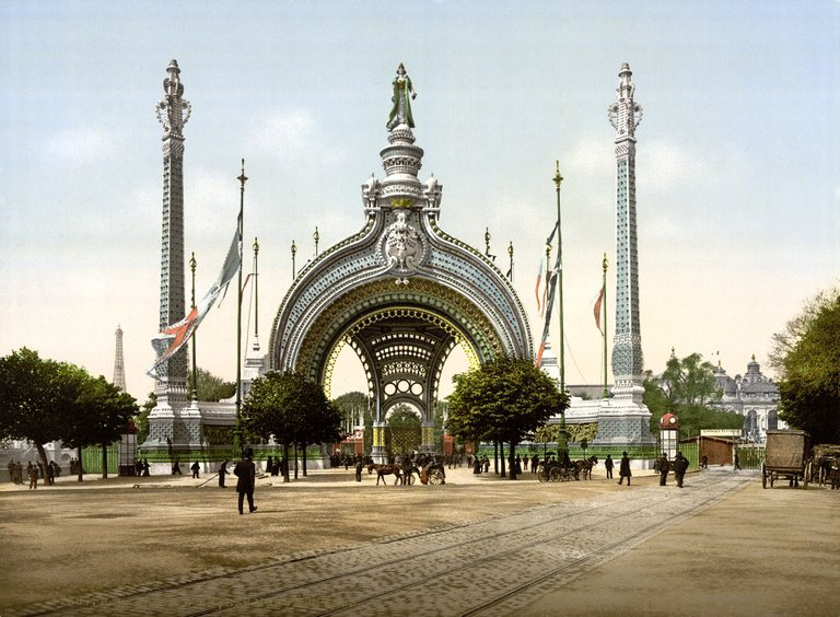 Grand_entrance,_Exposition_Universal,_1900,_Paris,_France.jpg