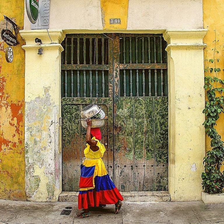 Amarillo Dorado Marrón y Verde Collage Post para Instagram (1).jpg