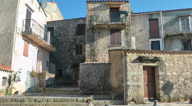 16.-Córcega-(Piana)-casas-de-piedra-1.png