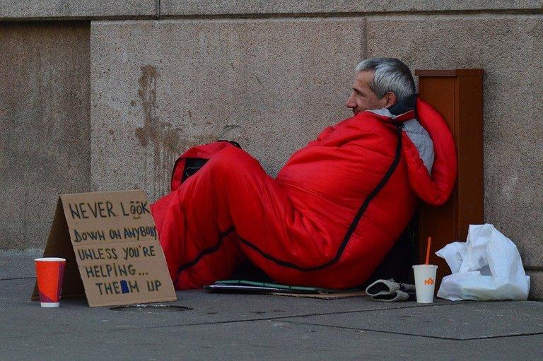 pixabay.com/photos/homeless-man-homeless-advice-833017/