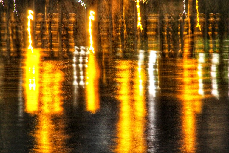 Riflessi notturni sul fiume Entella...