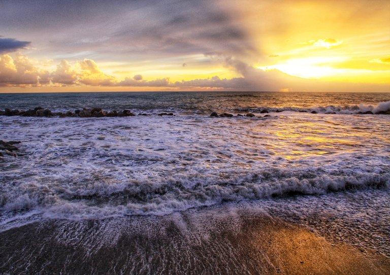 Scie sulla sabbia al tramonto...