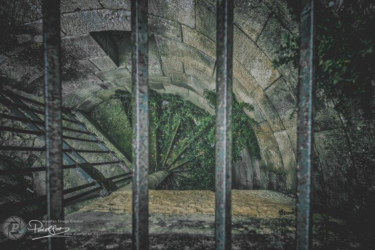 locked_stairs_II.jpg