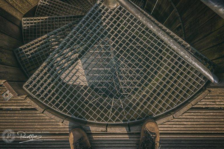 wood_iron_stairs.jpg