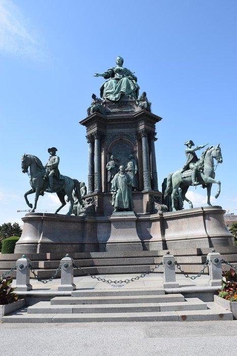 Cool statues!