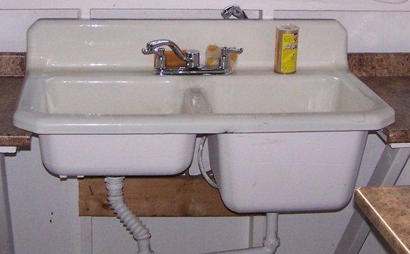 Tonka garage - sink3 crop1 Aug. 2010.jpg