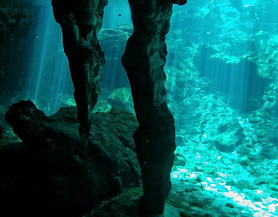 20180717_100616-grand-cenote-underwater-sunbeams.jpg