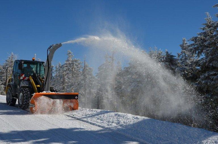 snow-plough-1612476_1280.jpg