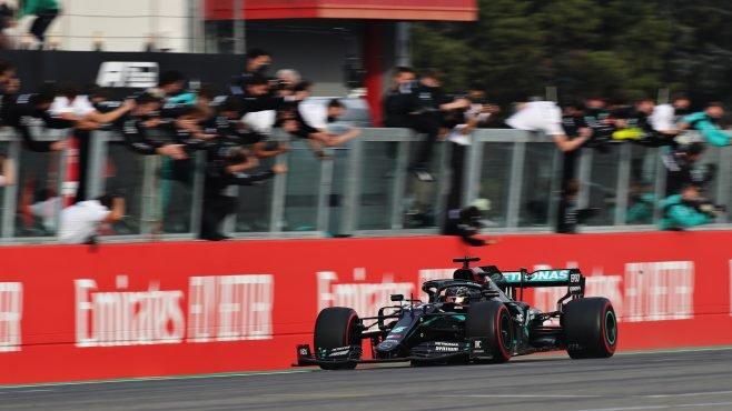 01.-Hamilton-la-leyenda-vence-en-Emilia-Romaña-2.jpg