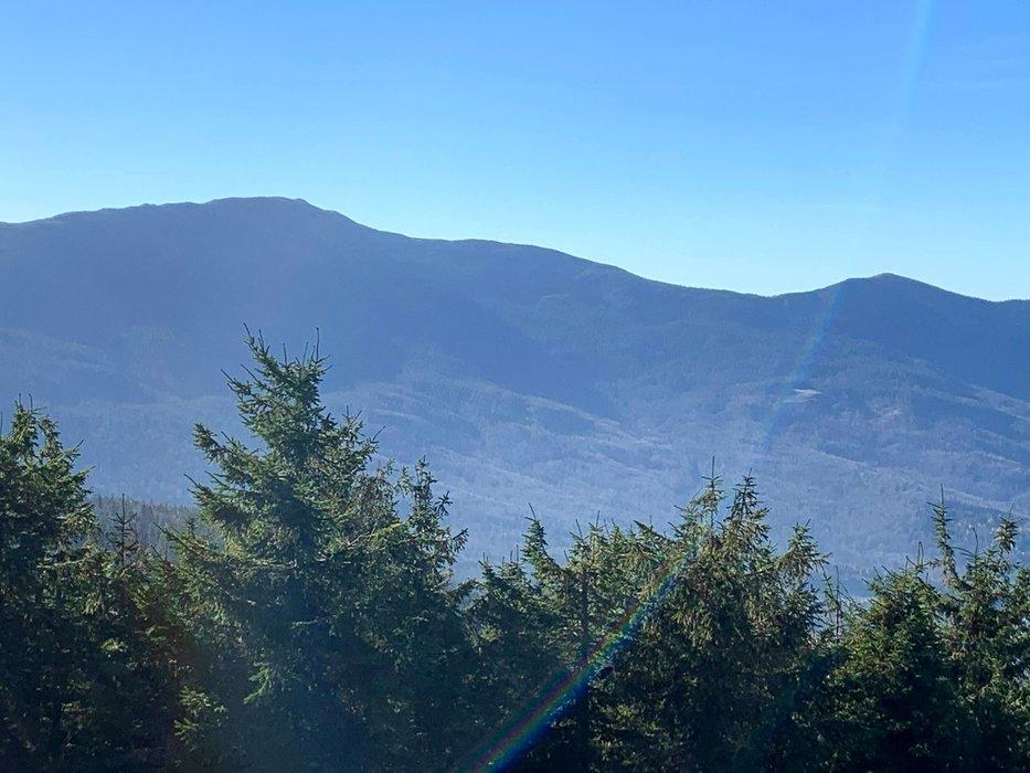 Widok na Babią Górę z Cylu Hali Śmietanowej