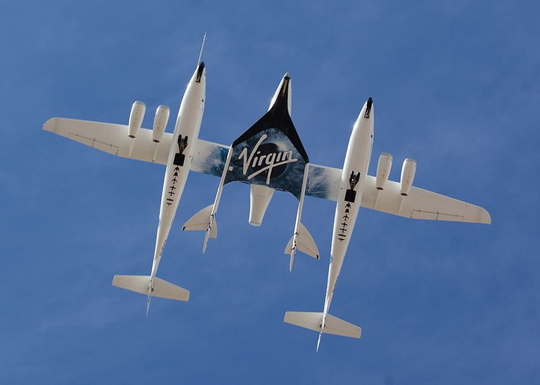 800px-White_Knight_Two_and_SpaceShipTwo_from_directly_below.jpg