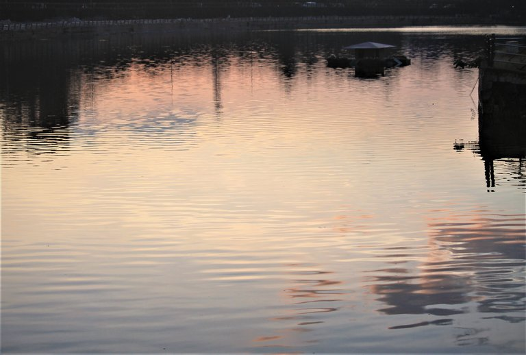 reflections_of_the_sky.jpg