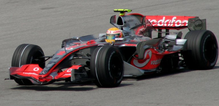 06.-Hamilton&Mercedes-1.jpg