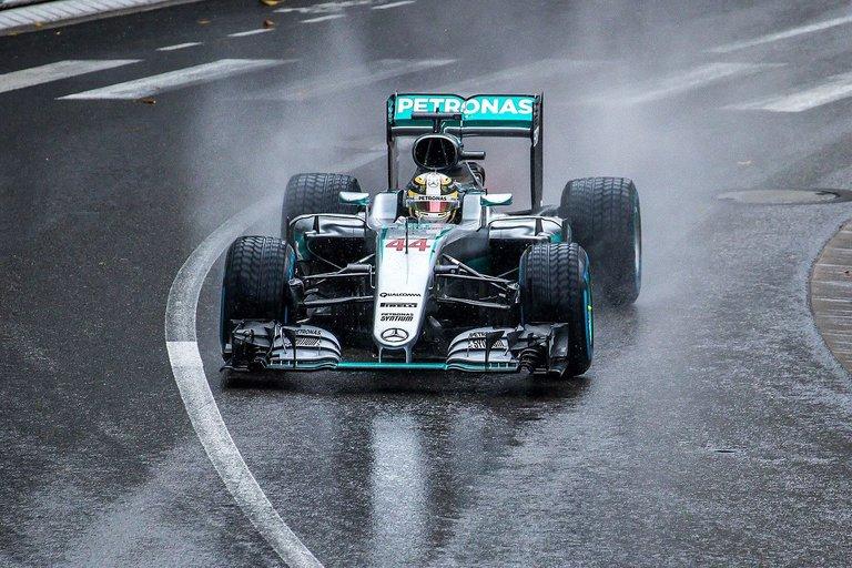 06.-Hamilton&Mercedes-4.jpg