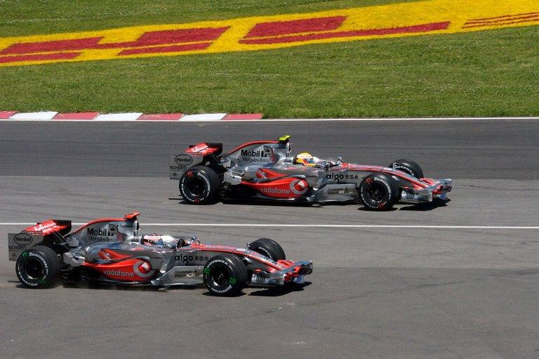 06.-Hamilton&Mercedes-2.jpg