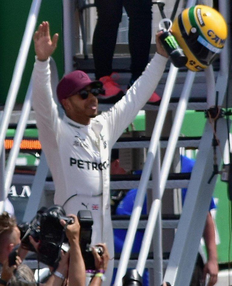 06.-Hamilton&Mercedes-5.jpg