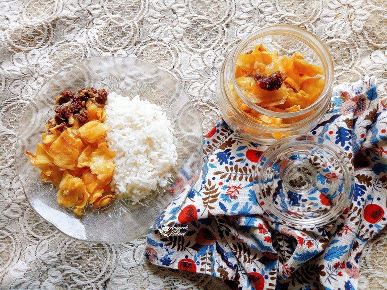Cassava Chips with Rice.jpg