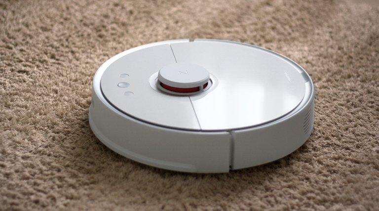 robot_vacuum_cleaner_5073580_1920.jpg