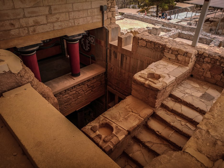 minoan-palace-of-knossos-grand-staircase.jpg