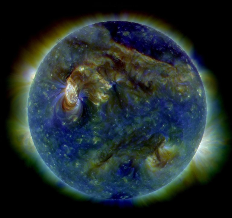 The_Sun_by_the_Atmospheric_Imaging_Assembly_of_NASA's_Solar_Dynamics_Observatory.jpg