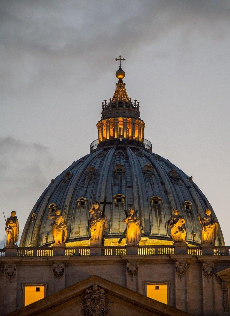 st-peters-basilica-4634107_1280.jpg