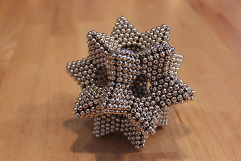 magnetic-ball-820960_1920.jpg