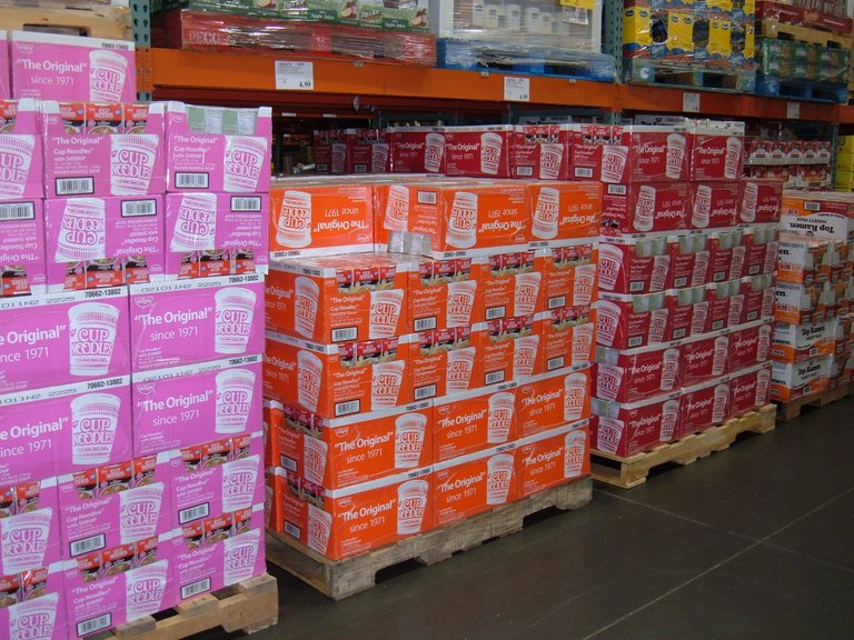 Boxes_of_Nissin_Cup_Noodles_on_pallets_at_Costco,_SSF_ECR.jpg