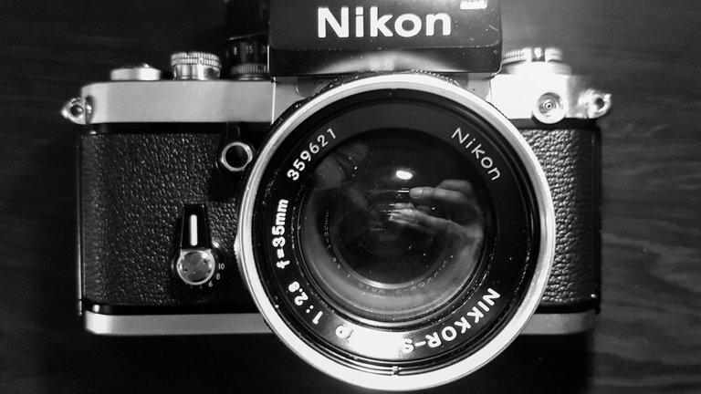 Nikon_F2_by_Victor_Bezrukov.jpg