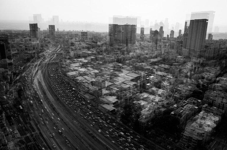 Distorted_traffic_2021_by_Victor_Bezrukov.jpg