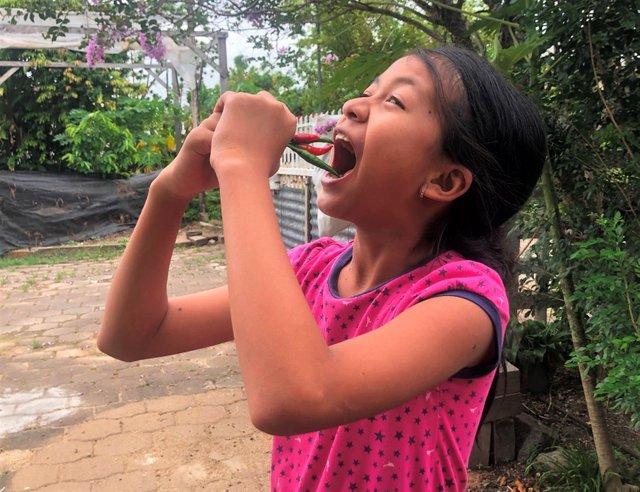 Srey Yuu demonstrating (@KidSisters) traditional Cambodian chili ingestation methodology