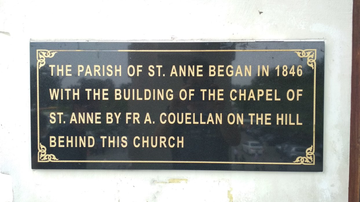 The plague in front of the chapel gave the idea of the old chapel wasn't the first chuch