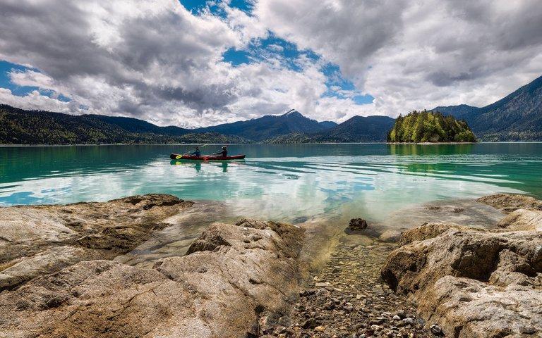 Kayakers at lake Walchensee in the German Alps