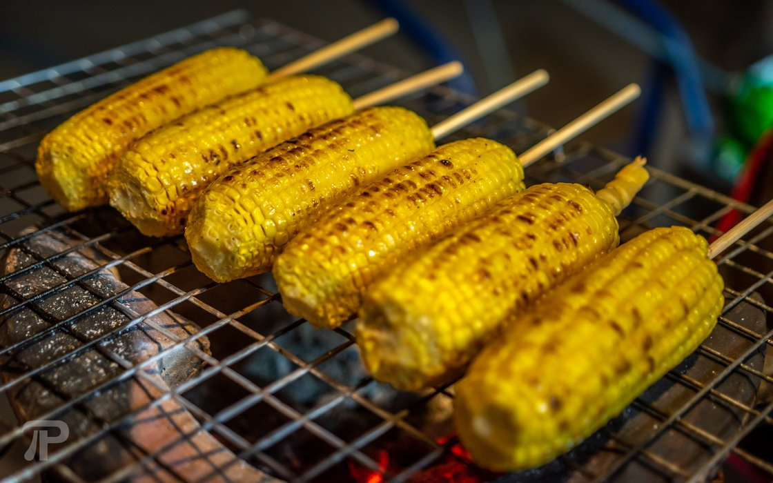 Grilled corn for 10 to 15 Baht