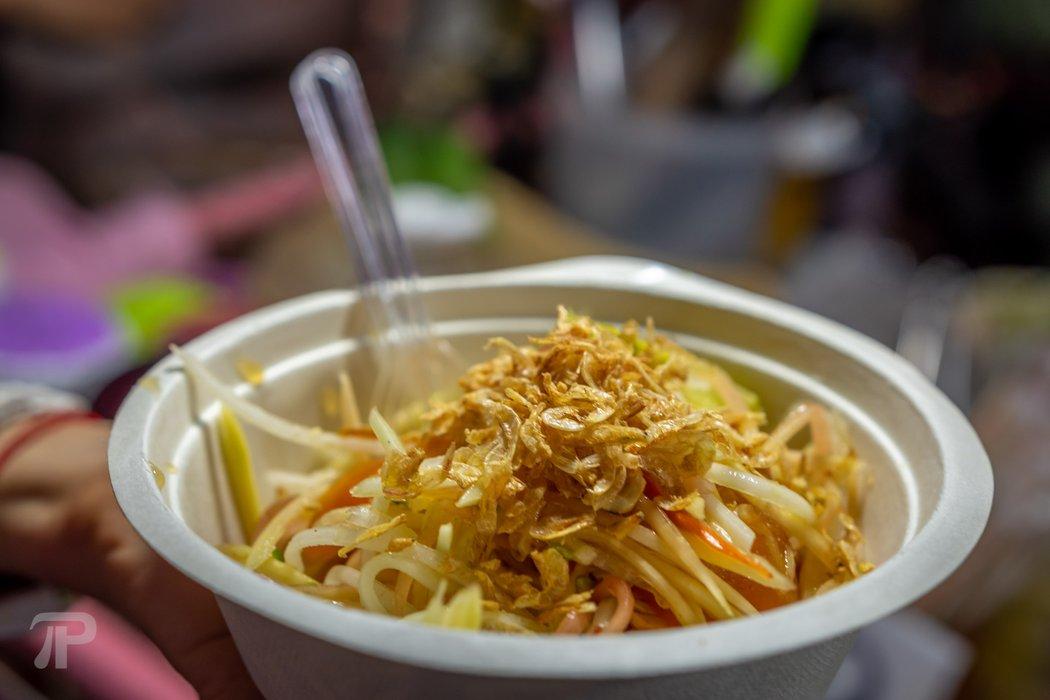 Papaya salad for 30 Baht