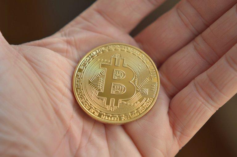 bitcoin-3458994.jpg