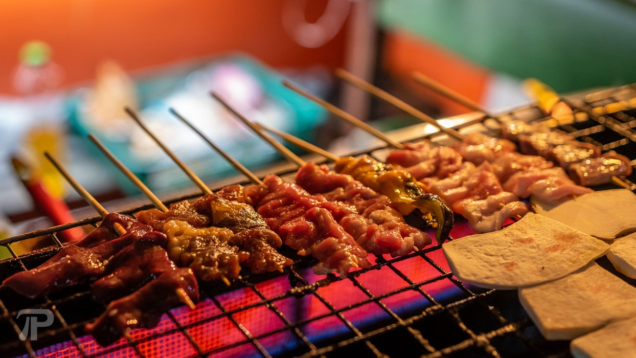 5 Baht Barbecue exists