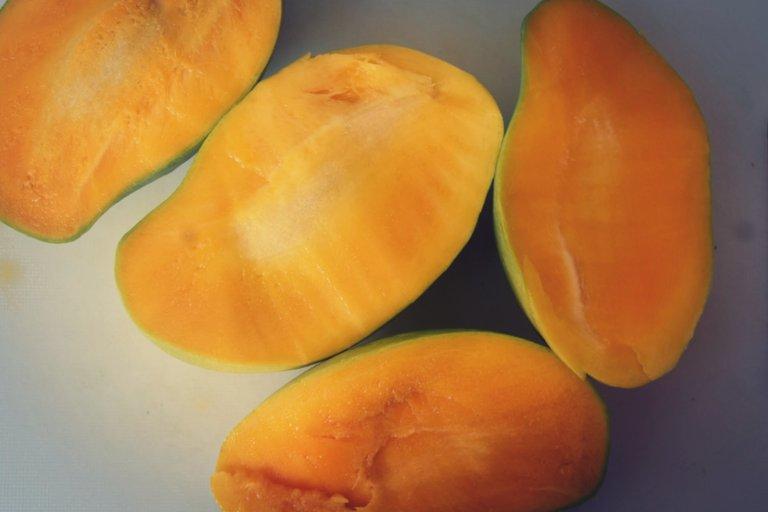 mango-turmeric-oats-3.jpg