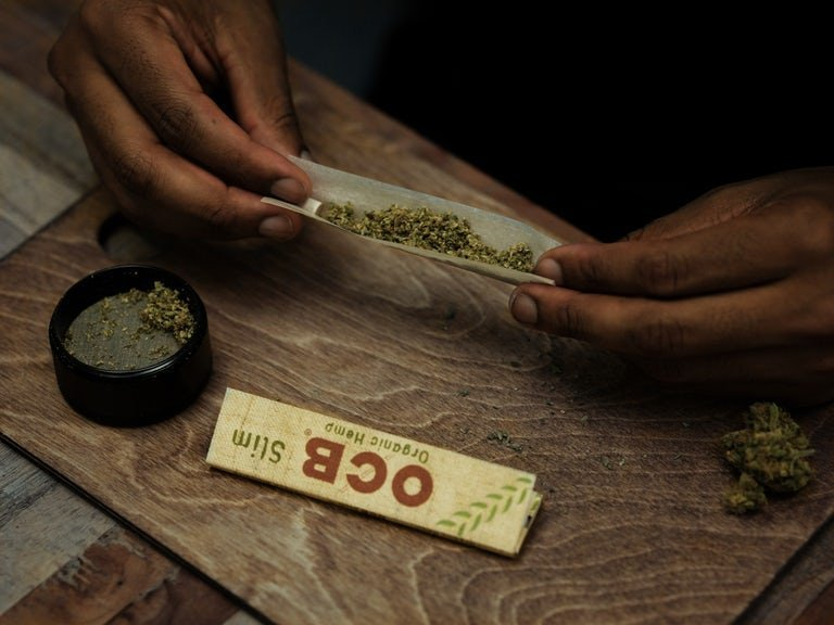 How-to-roll-a-joint-4-of-9.jpg