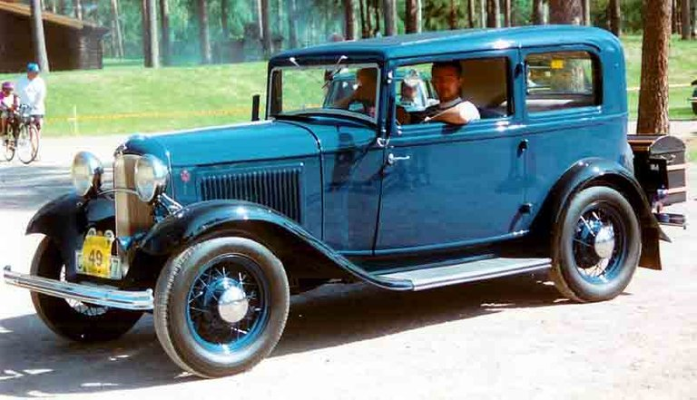 1932_Ford_Model_B_55_Standard_Tudor_Sedan_CXXXX7.jpg