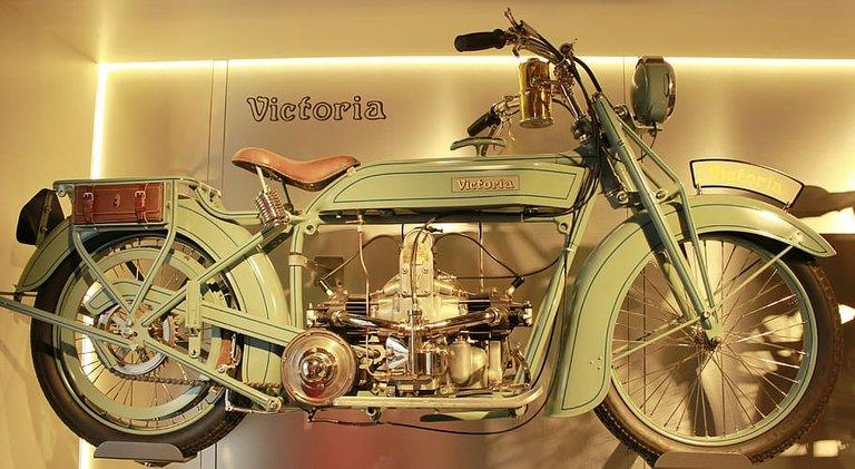 victoriatwowheeledvehicleoldtimermotorcycle.jpg