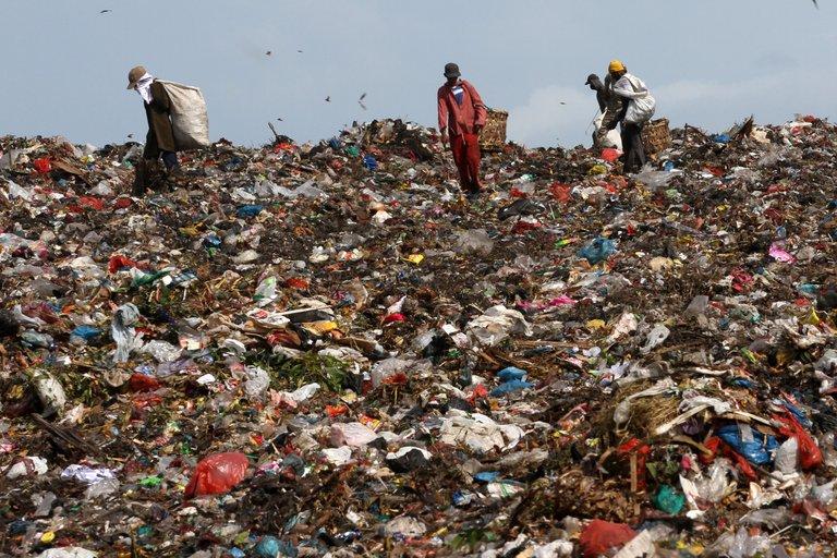 Produksi-Sampah-Lebaran-010814-Irp-1.jpg