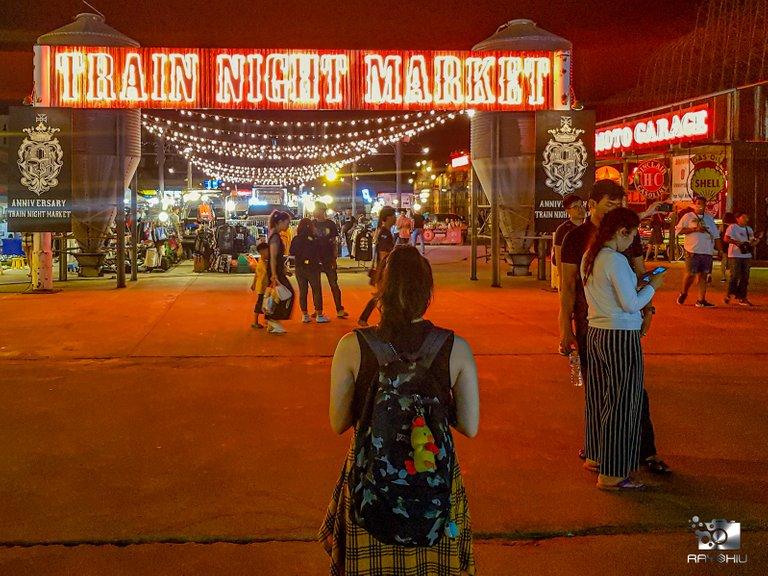 Getting to Talad Rod Fai Night Market in Bangkok, Thailand. Vintage stuff galore!