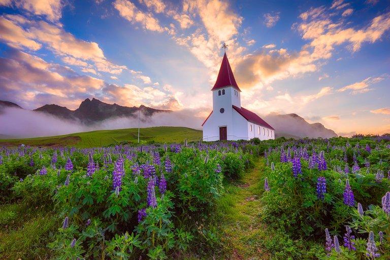 vik_church.jpg