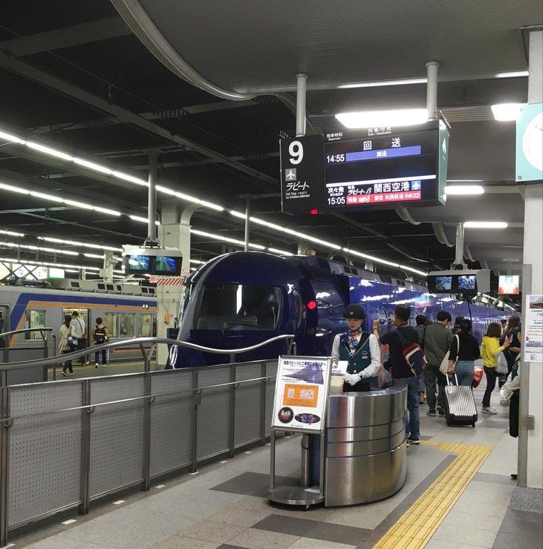 2019-04-24 Osaka (07) train déco I.jpg