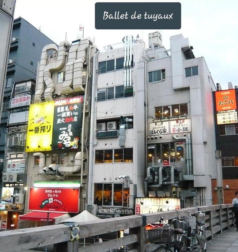 2019-04-24 Osaka (29) côté ballet de tuyaux.jpg