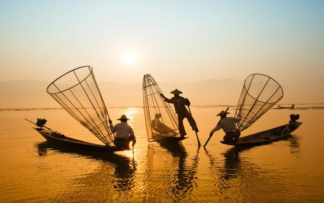 Three-men-riding-boats.png